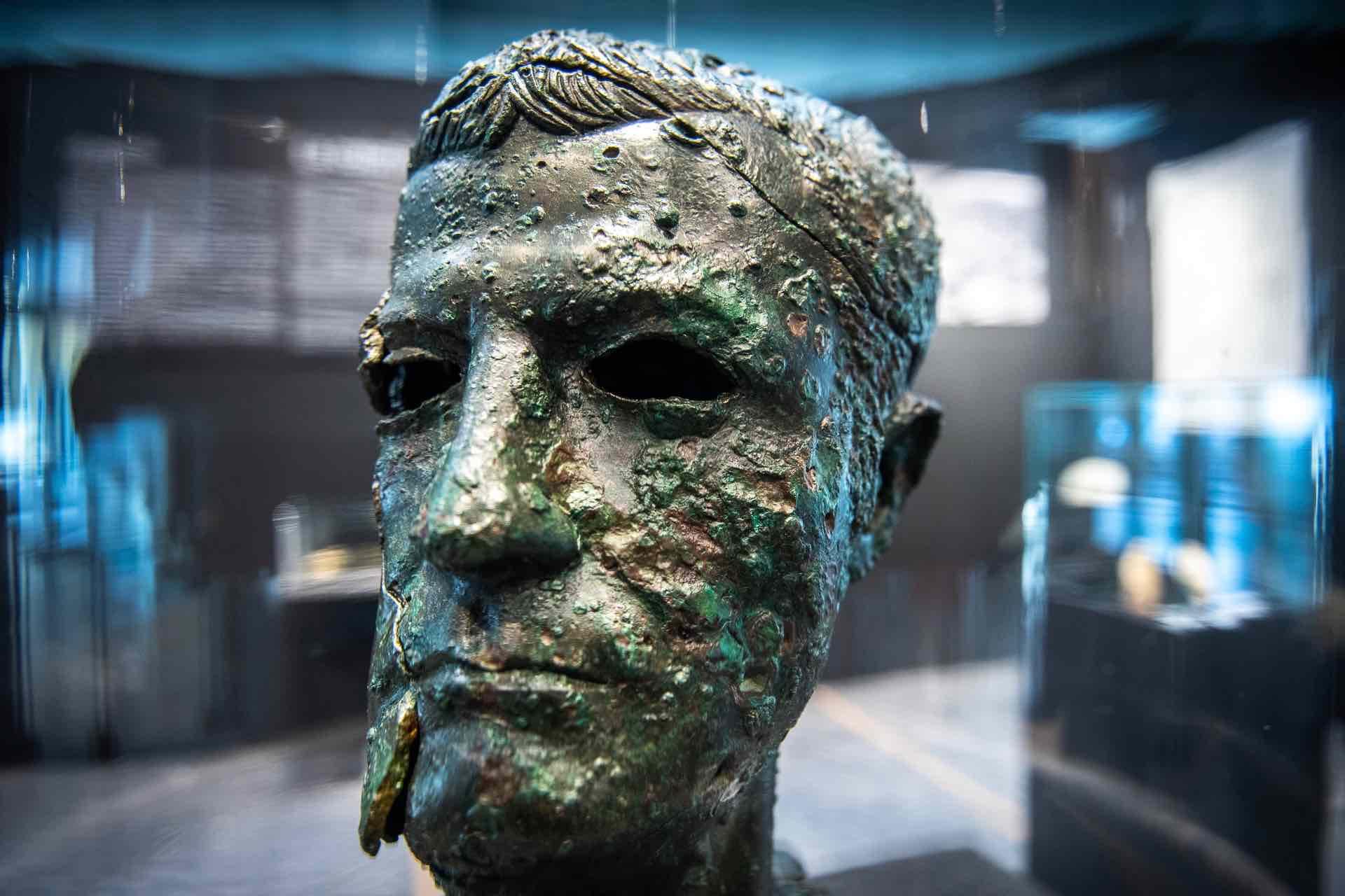 Testa bronzea museo archeologico di Luni